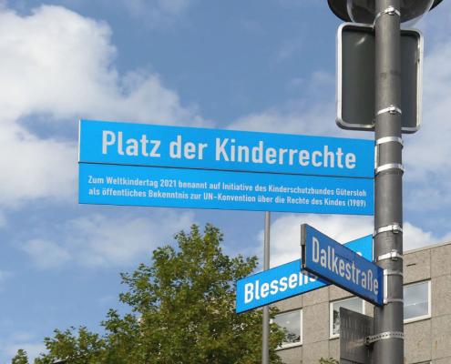 Platz der Kinderrechte - informelles Straßenschild