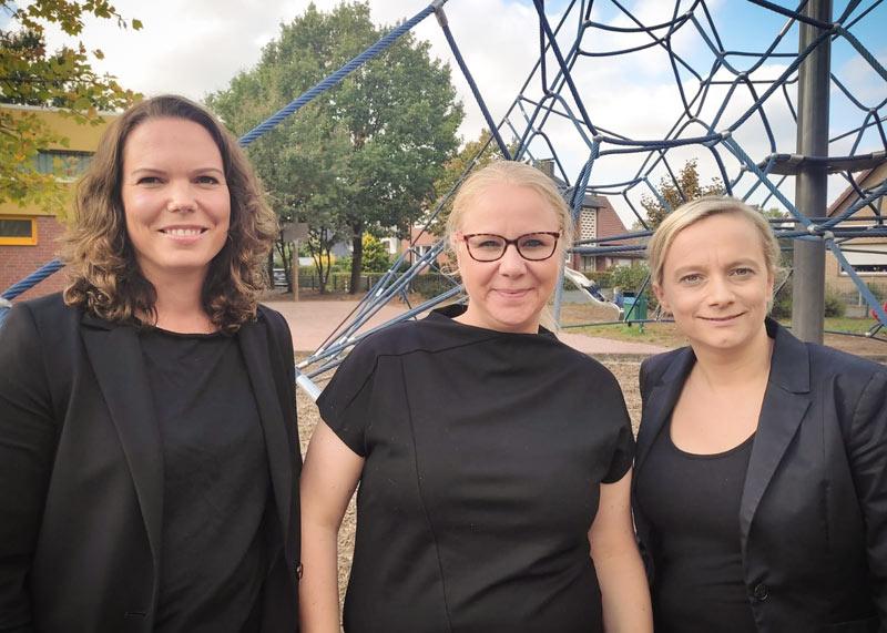 Schulpflegschaftsvorsitzende 2021/22: Friederike Noack Laaß (Mitte) und ihre Vertreterinnen Melanie Frasca (links) und Sonja Klausing (rechts)